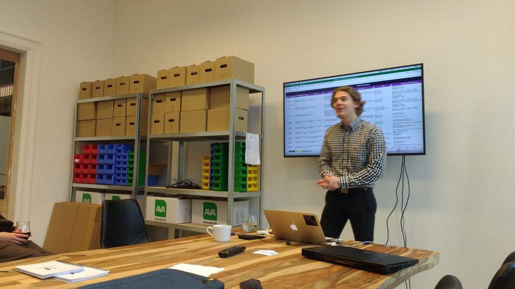 """Anton Verheyden maakt ons wegwijs in een business Excel: """"hoe structuur zoeken"""" en op tijd vragen """"is iedereen nog mee""""."""